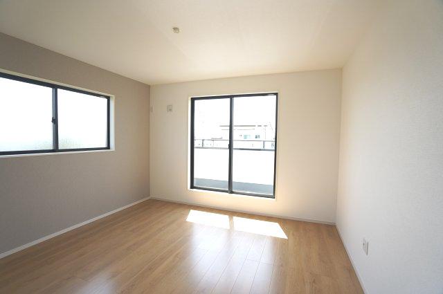 2階8.2帖 アクセントクロスでおしゃれなお部屋です。