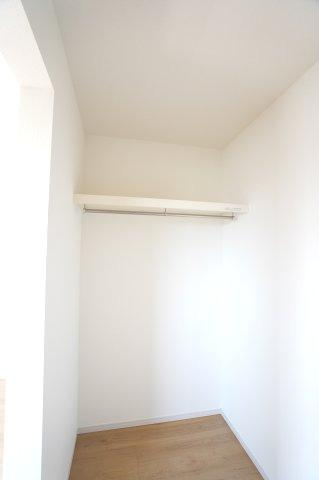 2階8.5帖 WICでお洋服やバックなどの小物もすっきり片付けられます。