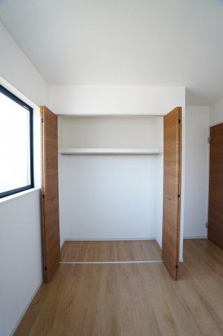 2階5.2帖 収納ケースを上手に活用してすっきり片付けたいですね。