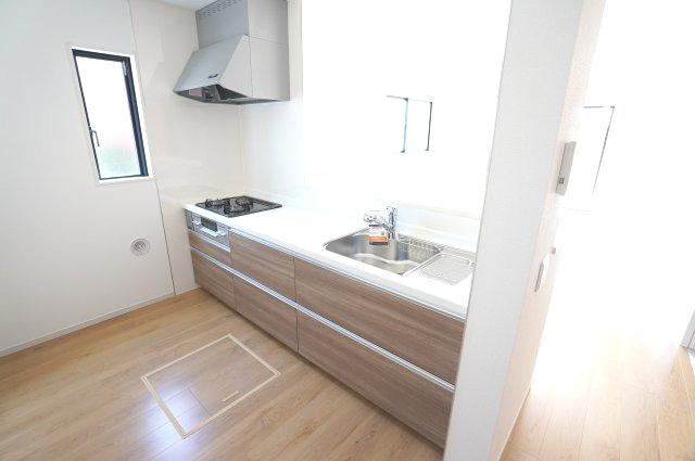 対面式のキッチンです。お部屋全体の様子を見渡しながらお料理できます。