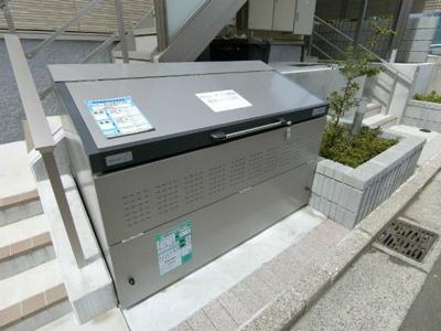 敷地内に屋根付きバイク置き場を完備しています!バイクがあれば通勤・通学、お買い物にも便利です☆
