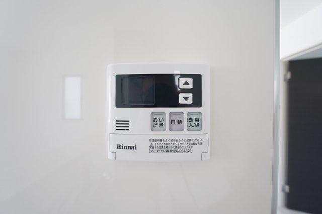 給湯器リモコン:追い焚き機能付きです。