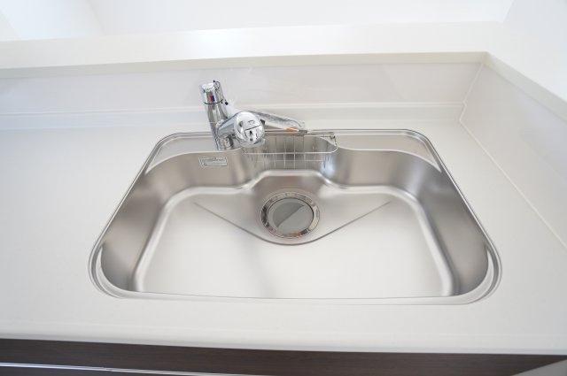 広いシンクです。洗い物もはかどります。