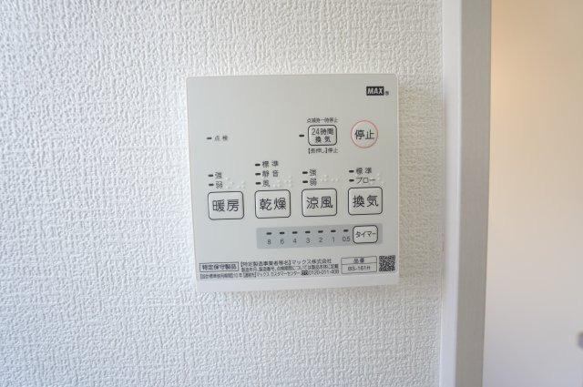 花粉や梅雨の季節など浴室乾燥機があれば洗濯物を干すのに便利です。