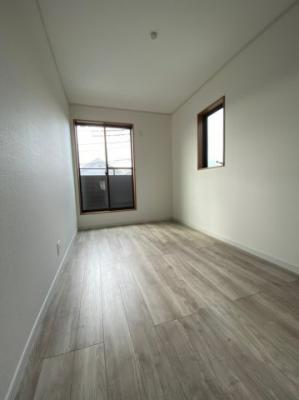コンパクトで使いやすい洋室です。