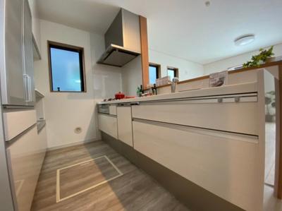 広いキッチンなので、冷蔵庫などを置いても広々使えますね。
