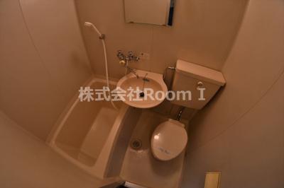 ゆったりとした空間のトイレです 反転