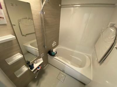 一日の疲れをしっかり癒す浴室です。