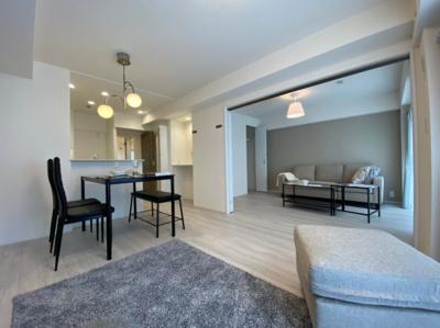 隣接する部屋を開放すると約17帖の広々空間がうまれます。