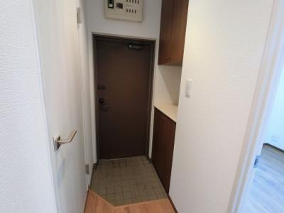 玄関部分です。 シューズボックス付で玄関周りをスッキリ保てます。