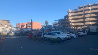 マンション敷地内駐車場です。