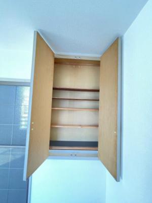 リビングダイニングキッチンにある収納スペースです!収納スペースが3か所あるのが便利ですよね☆