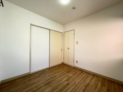 収納スペースのある洋室4帖のお部屋です!荷物をたっぷり収納できてお部屋がすっきり片付きます☆