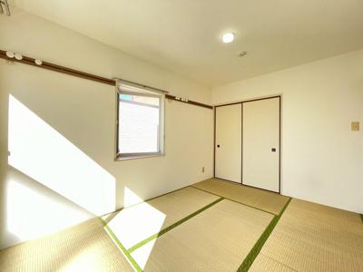 押入れのある南東向き和室6帖のお部屋です!寝具をすっきり収納できるので和室は寝室にもオススメ☆