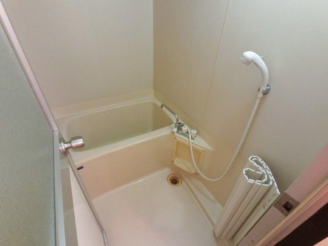 追い焚き機能付のユニットバスです。 嬉しい風呂・トイレ別!ゆったり入浴できます。