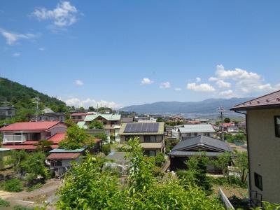 洋室11帖からの景色。諏訪湖が望めます。
