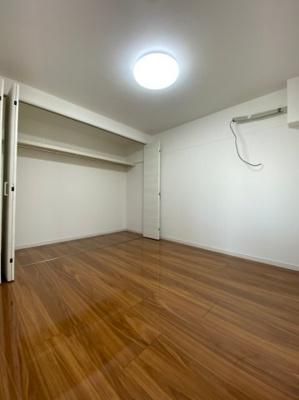 収納スペースも豊富な居室です。