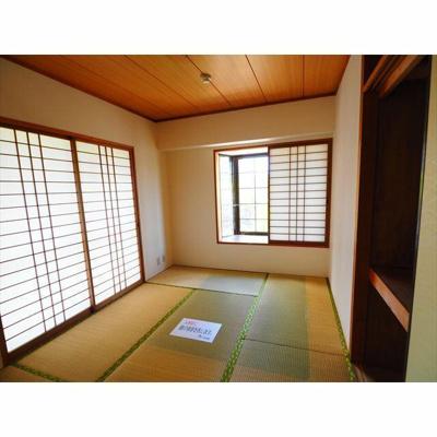 2面採光出窓のある和室