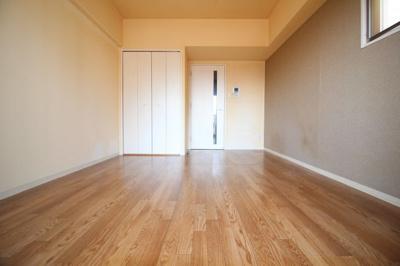 洋室8.3帖 落ち着いたお部屋です。