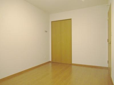 お部屋はすべて収納付きの洋室になっています。