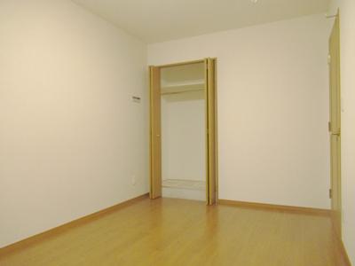 スペースを広く有効に使える全居室収納付きです。