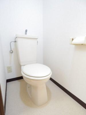 ◎コンセントがあるので温水洗浄機能付便座も設置可能です