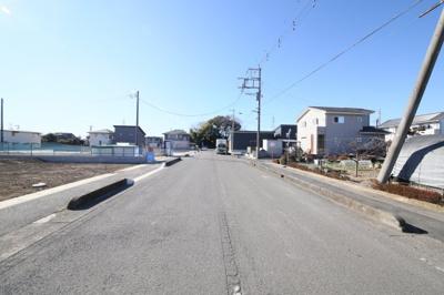 前面道路(北側より撮影)