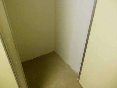 屋内 レンタル収納モアナリノ 高さ2.3m! 5-6階