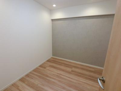 4.3帖の洋室は主寝室にいかがでしょうか。 収納力のあるマルチクローゼットです。