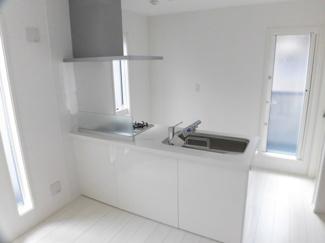 白を基調とした明るいキッチン!