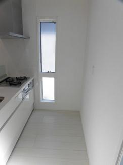 キッチン背面に食器棚も設置可能です!