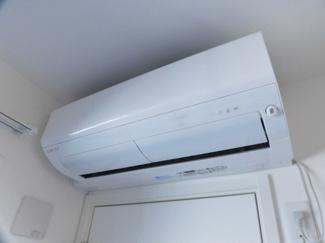 寝室にもエアコン付いてます!