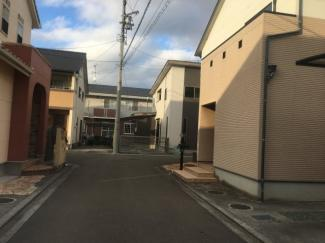 【前面道路含む現地写真】松山市 南斎院 中古住宅 33.94坪