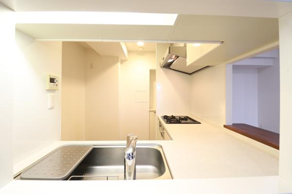 【キッチン】ゆとりの広さや見た目の美しさはもちろんのこと、機能性をも充実したキッチンです。