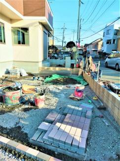 並列2台停められます 西側からの撮影 三郷市早稲田8丁目 新築戸建 (2021年2月現在)