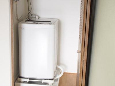 室内洗濯機置き場を新設しました。洗濯機(新品)。