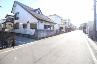【前面道路含む現地写真】鶴ヶ島市羽折町 建築条件なし売地 「坂戸駅」徒歩18分 敷地45坪