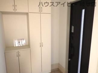 岐阜市西中島 新築建売♪収納もある玄関です