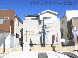 岐阜市西中島 新築建売♪お車スペース並列3台可能!前面道路幅員6mで出し入れしやすいです。
