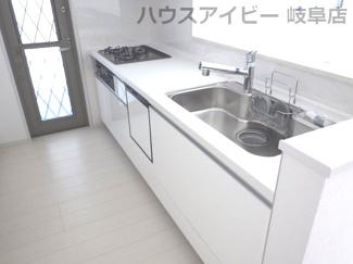 岐阜市西中島 新築建売♪キッチンです♪あったらうれしい食器洗浄乾燥機付いてます!