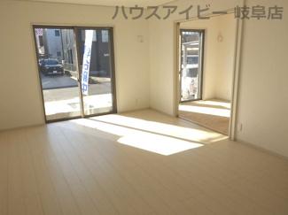 岐阜市西中島 新築建売♪こちらのリビングで趣味の時間をお楽しみください
