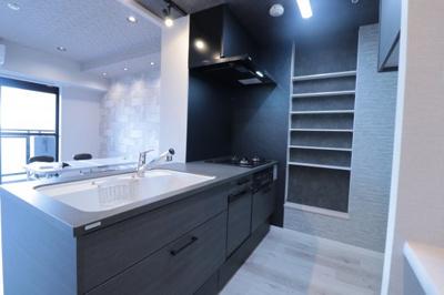 当社オススメのトクラス社製Bbシリーズ システムキッチンに交換予定!黒を基調とした斬新なデザイン性に食洗機・ガラストップコンロ、浄水器一体型水栓など、うれしい機能が内蔵されてます!