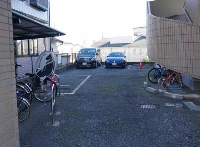 駐車場、駐輪場です