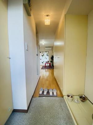 玄関にある室内洗濯機置き場です♪防水パンが付いているので万が一の漏水にも安心です!