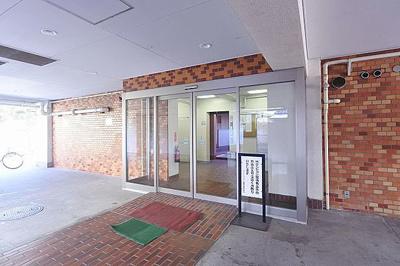 総戸数51戸、SRC・RC造の地上7階建マンション。