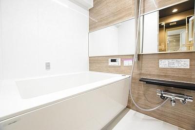 お洗濯物もカラリと乾く浴室換気乾燥機を備えます。