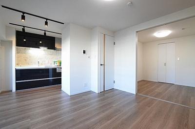 洋室との間仕切りを開けると、開放感が更に高まります。