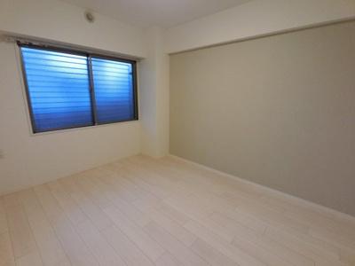 6.1帖の洋室は主寝室にいかがでしょうか。