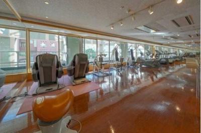 開放的なウェルネススタジオは健康維持に役立ちます。
