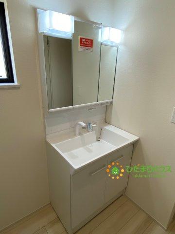 シャワー付き独立洗面台!大きな鏡で朝の準備も捗ります!